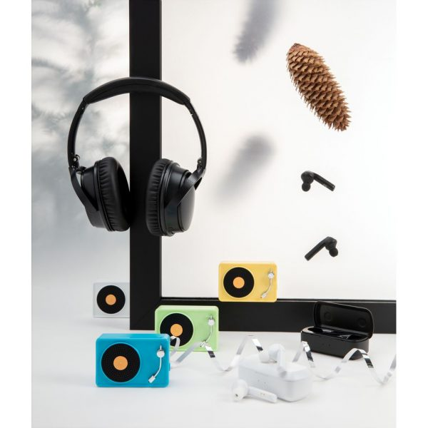 Free Flow TWS earbuds in charging case P329.041